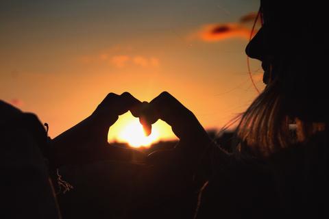 爱情是男人生命中的一部分,却是女人生命的全部