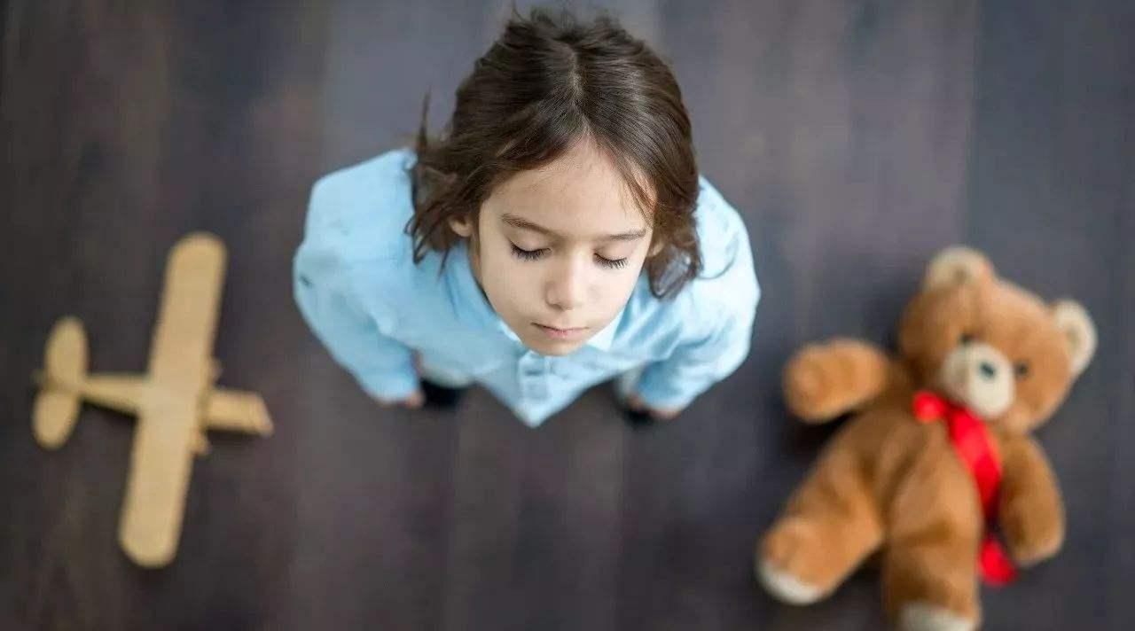 孩子拿别人的玩具是什么行为呢?